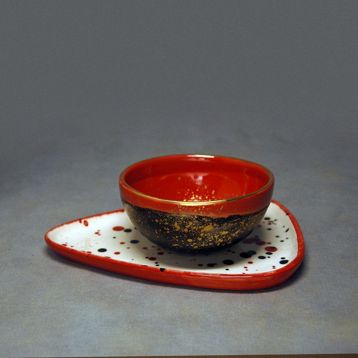 Red Black Gold Point Effect Latte Cup
